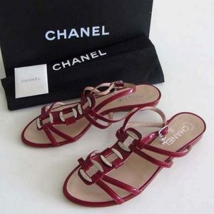 CHANEL patent leather CC logo caged sandals 38 / 8